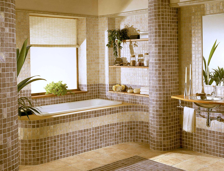 Комбинирование плитки и мозаики на полу в ванной