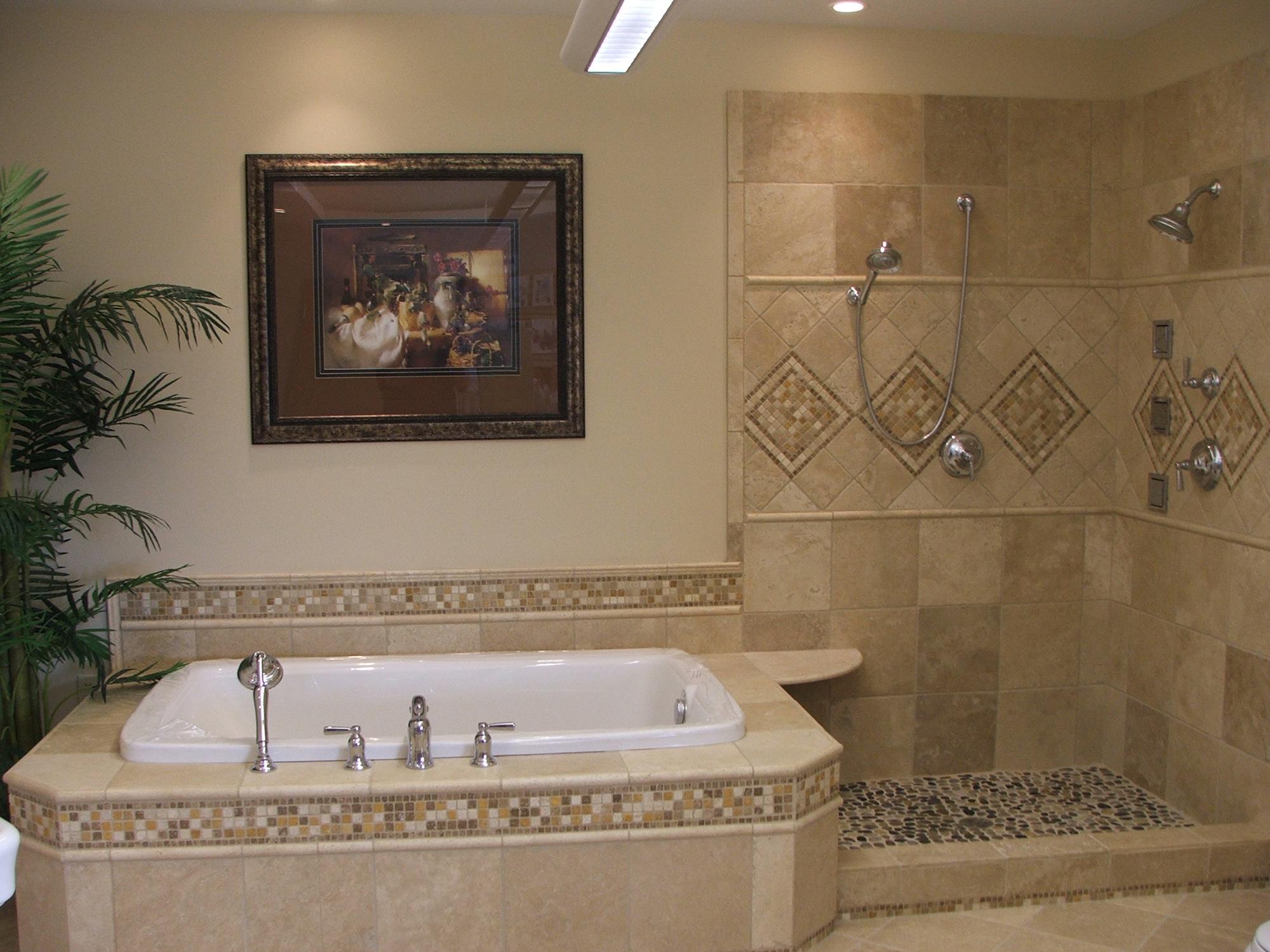 Бежевая мозаика в оформлении ванной