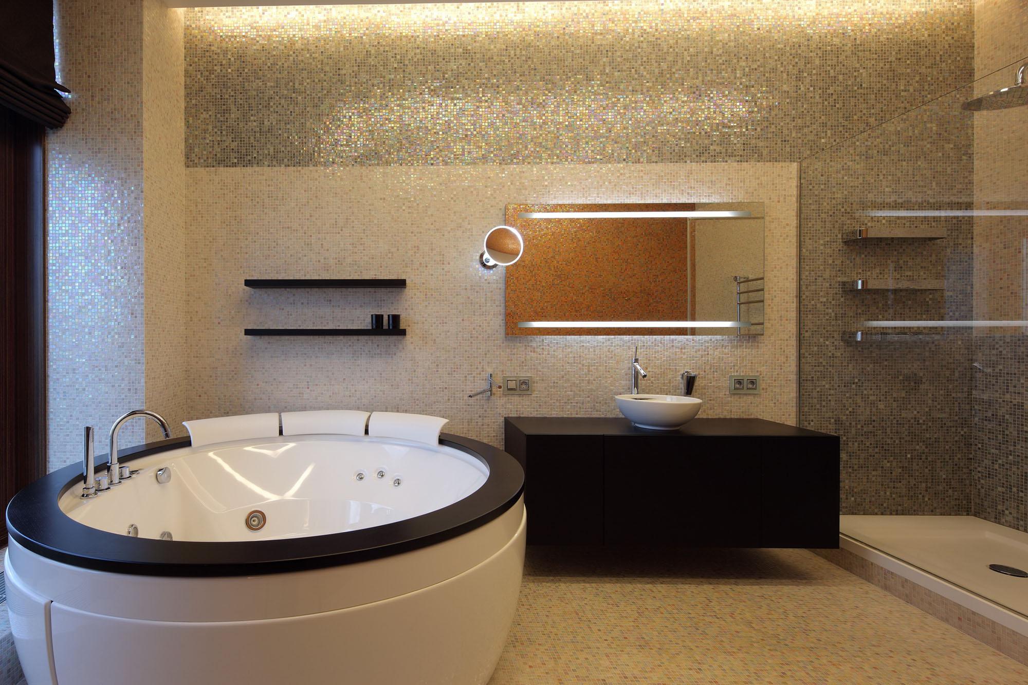 Ванная комната, полностью оформленная мозаикой