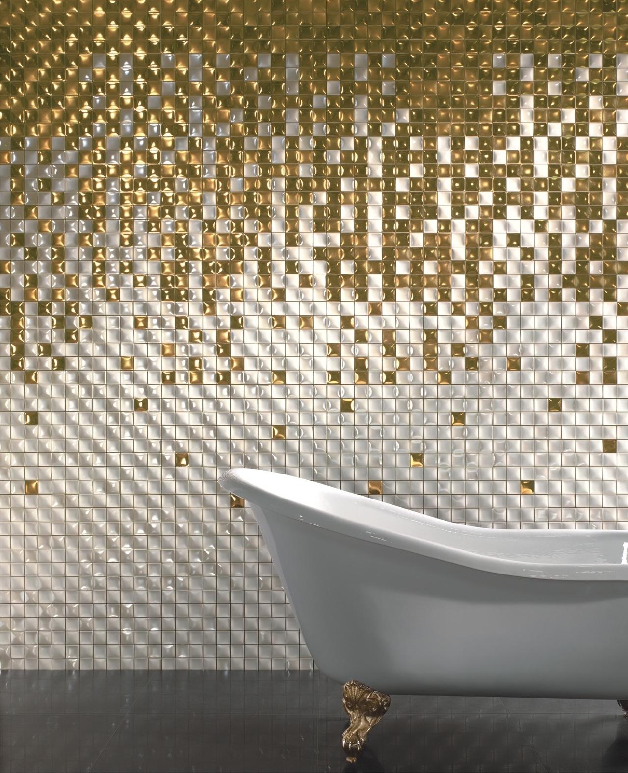 Золотисто-белая мозаика в ванной комнате