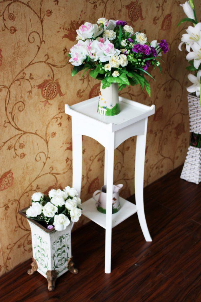 Белая подставка под цветы