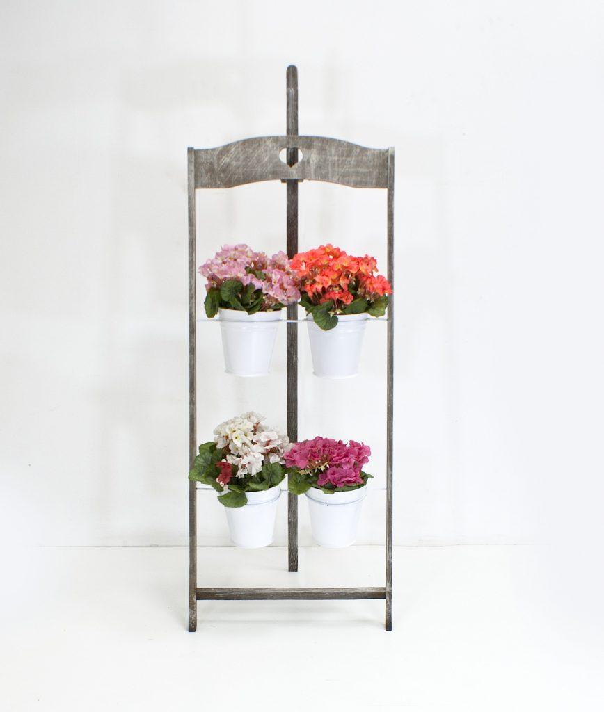 Серая деревянная подставка для цветов
