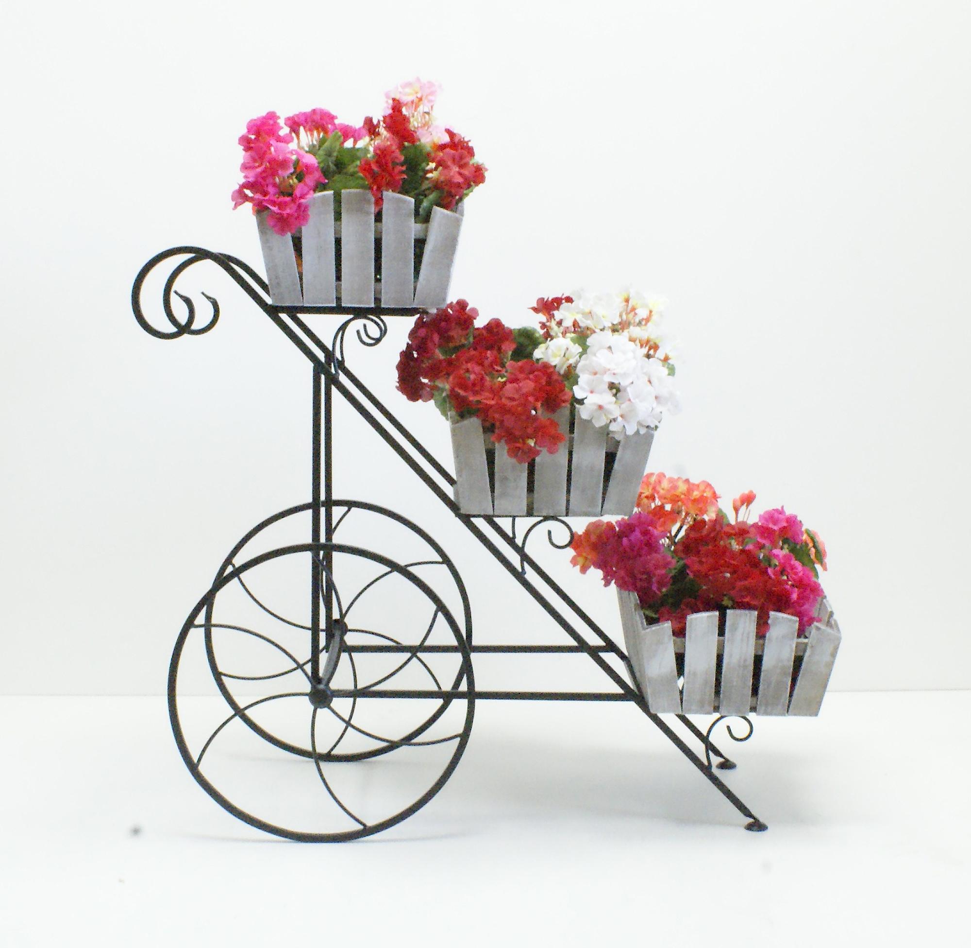 Кованая подставка для трех кашпо с цветами
