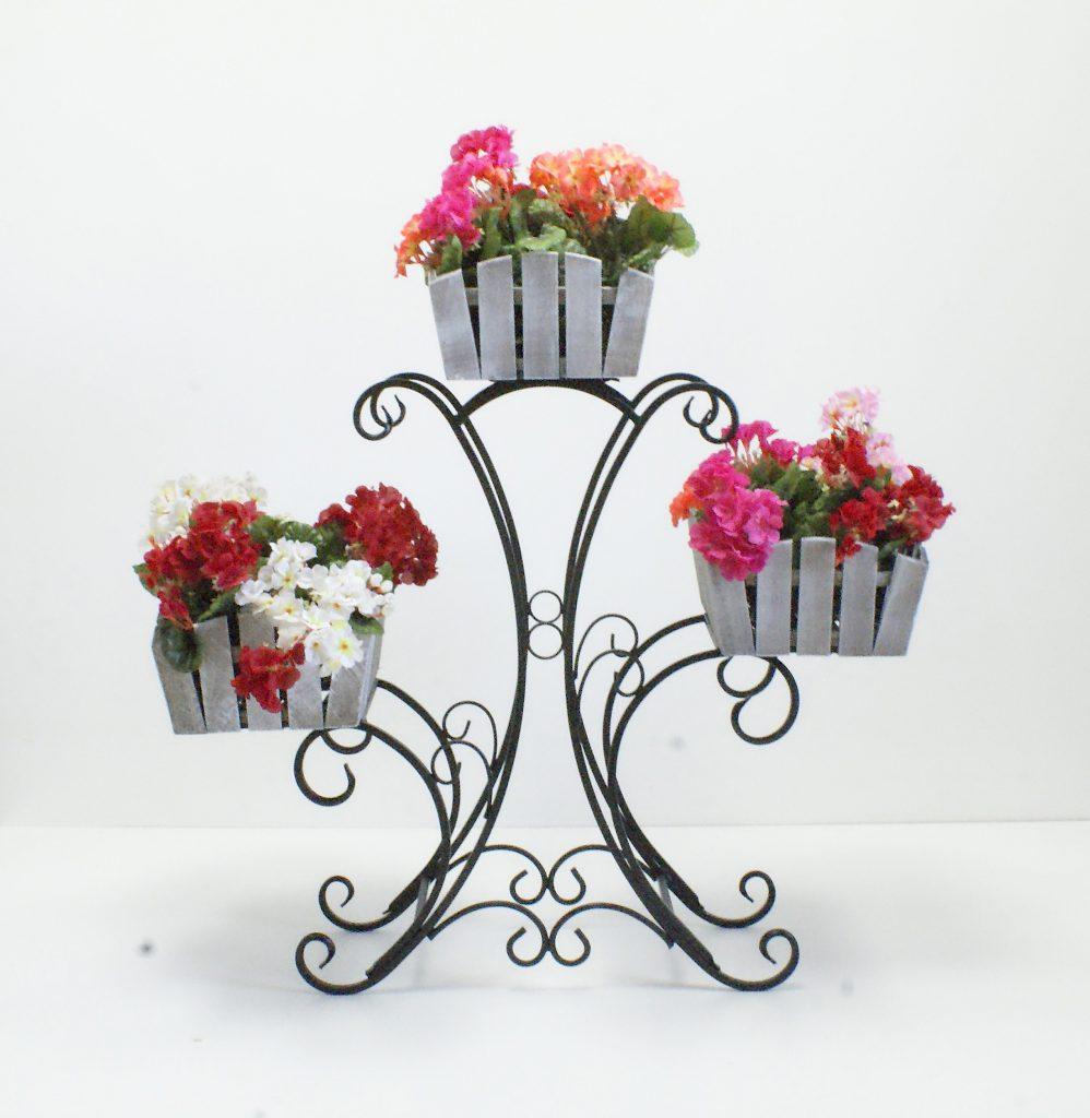 Кованая подставка под три цветочных горшка