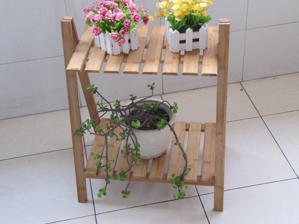 Деревянная коричневая подставка для цветов