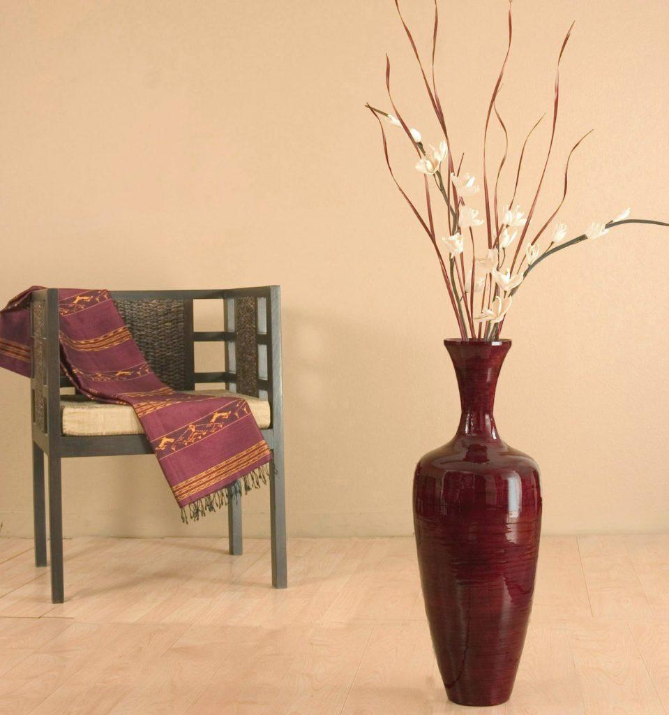 Бордовая высокая напольная ваза с декором