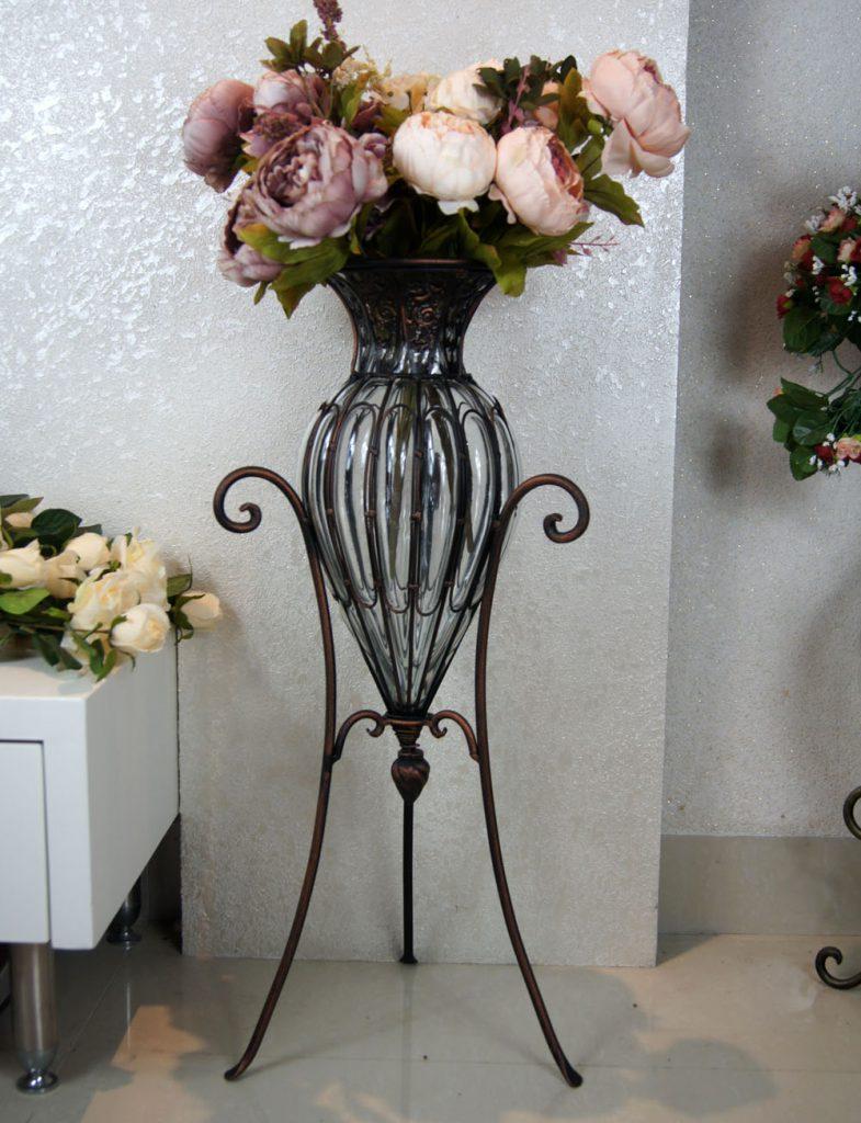 Напольная ваза из стекла и металла