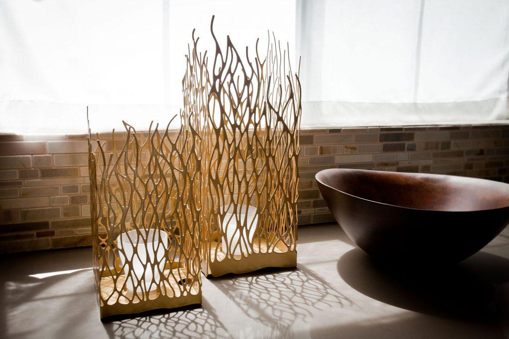 Необычные напольные вазы в интерьере