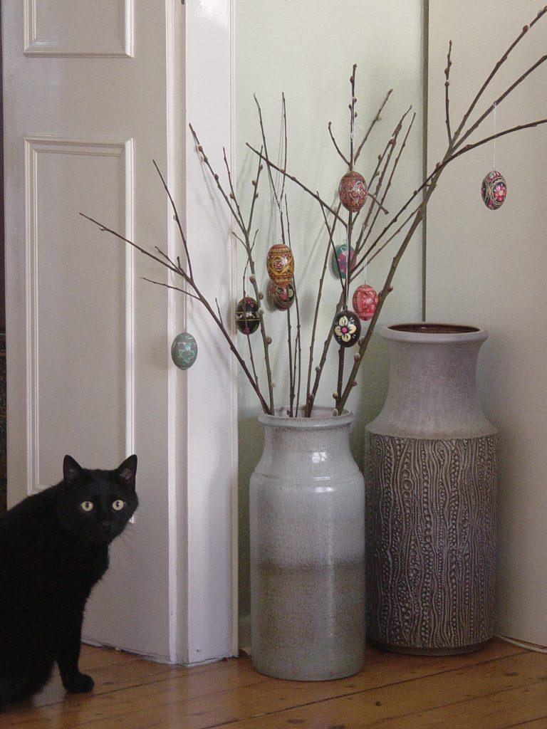 Большие декорированные напольные вазы