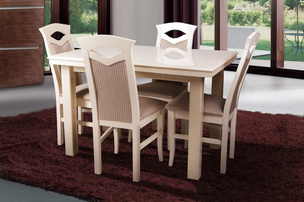 Прямоугольный бежевый стол из дерева в столовой