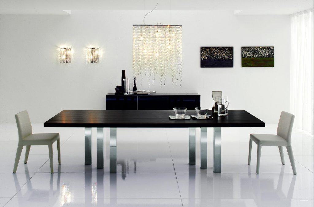 Большой обеденный стол из металла с черной столешницей