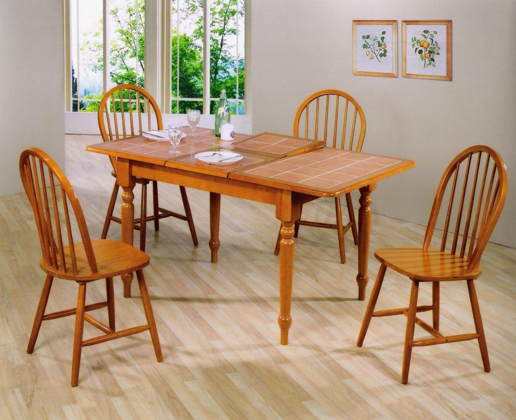 Раскладной коричневый обеденный стол