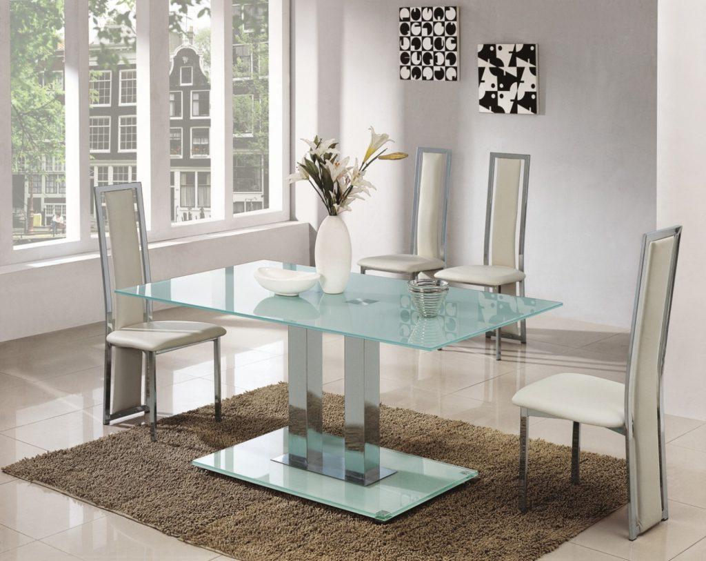 Стильный обеденный стол из металла и стекла