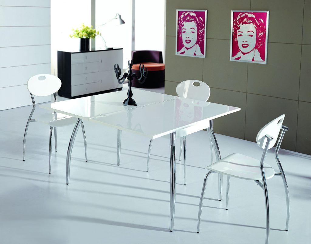 Обеденный стол с металлическими ножками и пластиковой столешницей