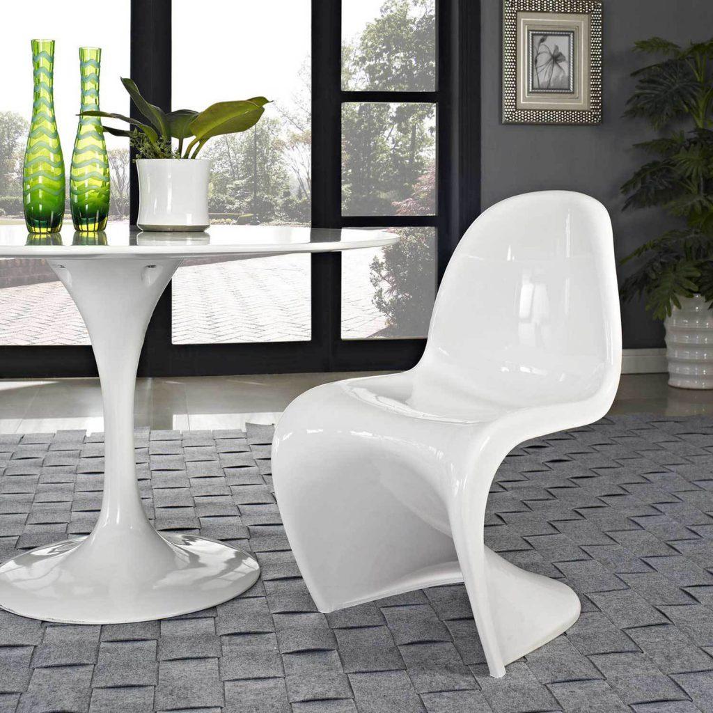 Небольшой белый стол для кухни