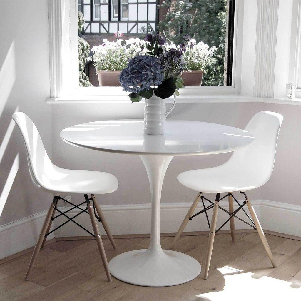 Круглый белый стол для небольшой кухни