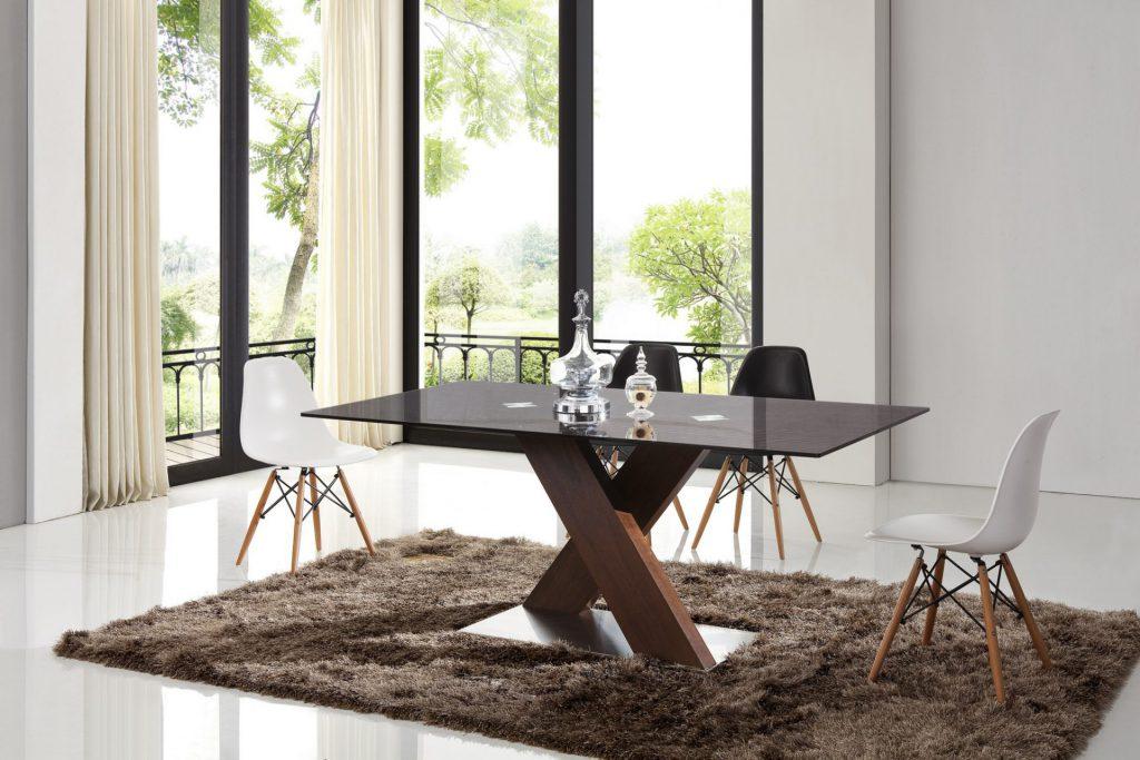 Стильный черно-коричневый обеденный стол