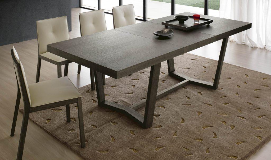 Минималистичный деревянный стол для кухни