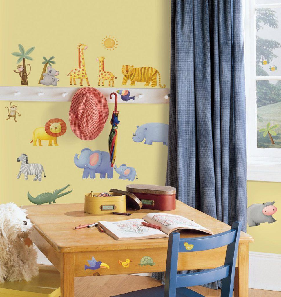 Желтые обои с животными для детской комнаты