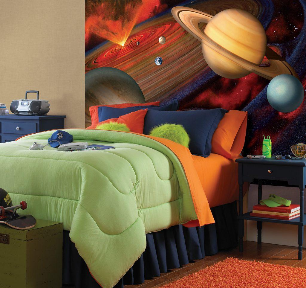 Фотообои в детской для маленького любителя космоса