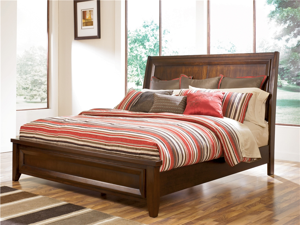 Темно-коричневое изголовье кровати