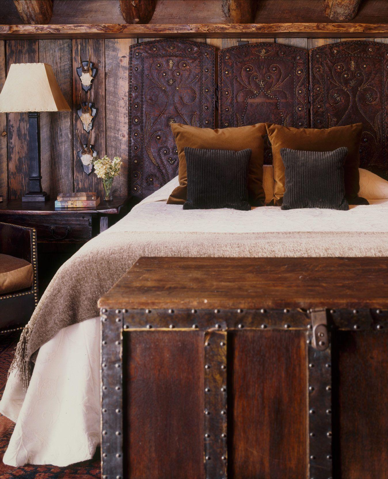 Кожаное изголовье для кровати в стиле рустик