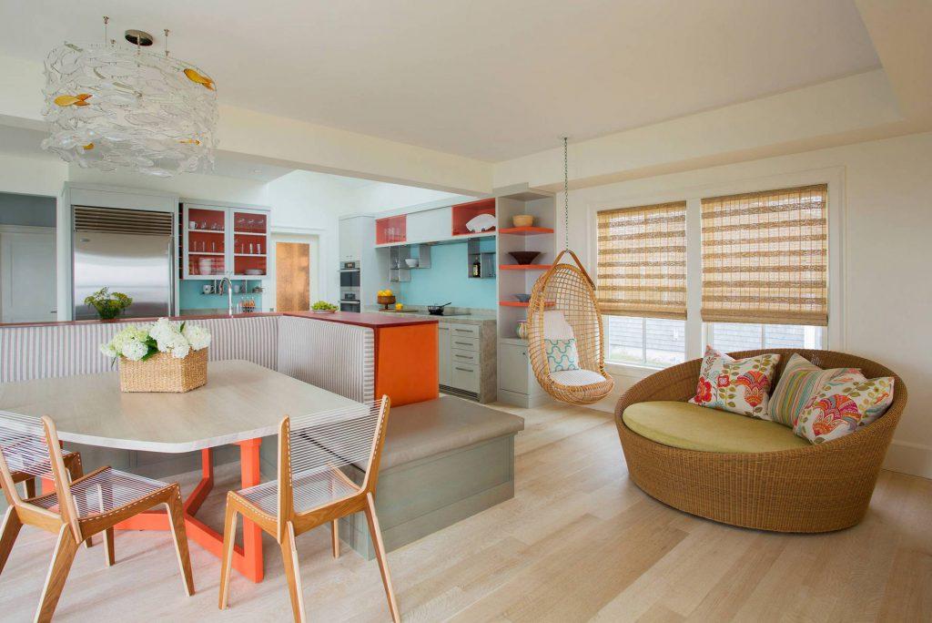 Оранжевые и голубые акценты в квартире-студии