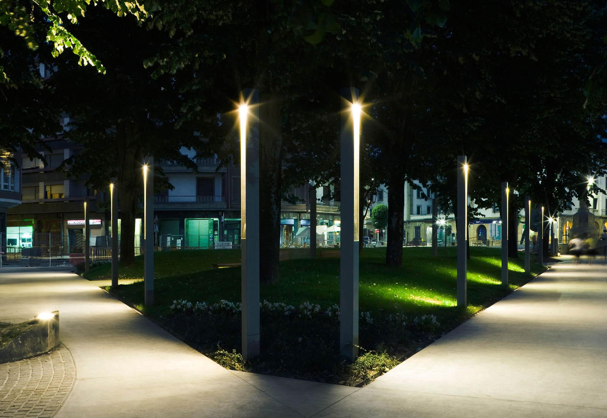 Высокие фонари для участка