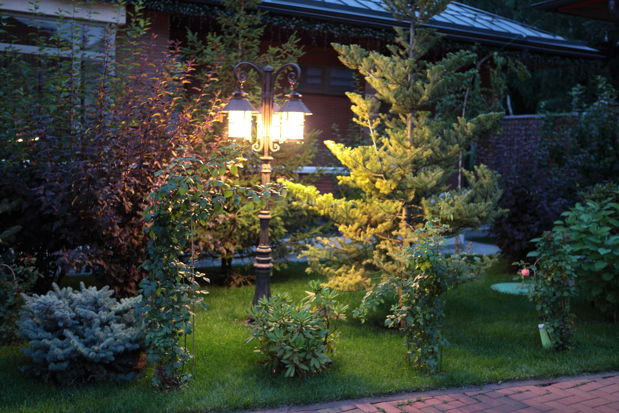 Фонарь для освещения сада
