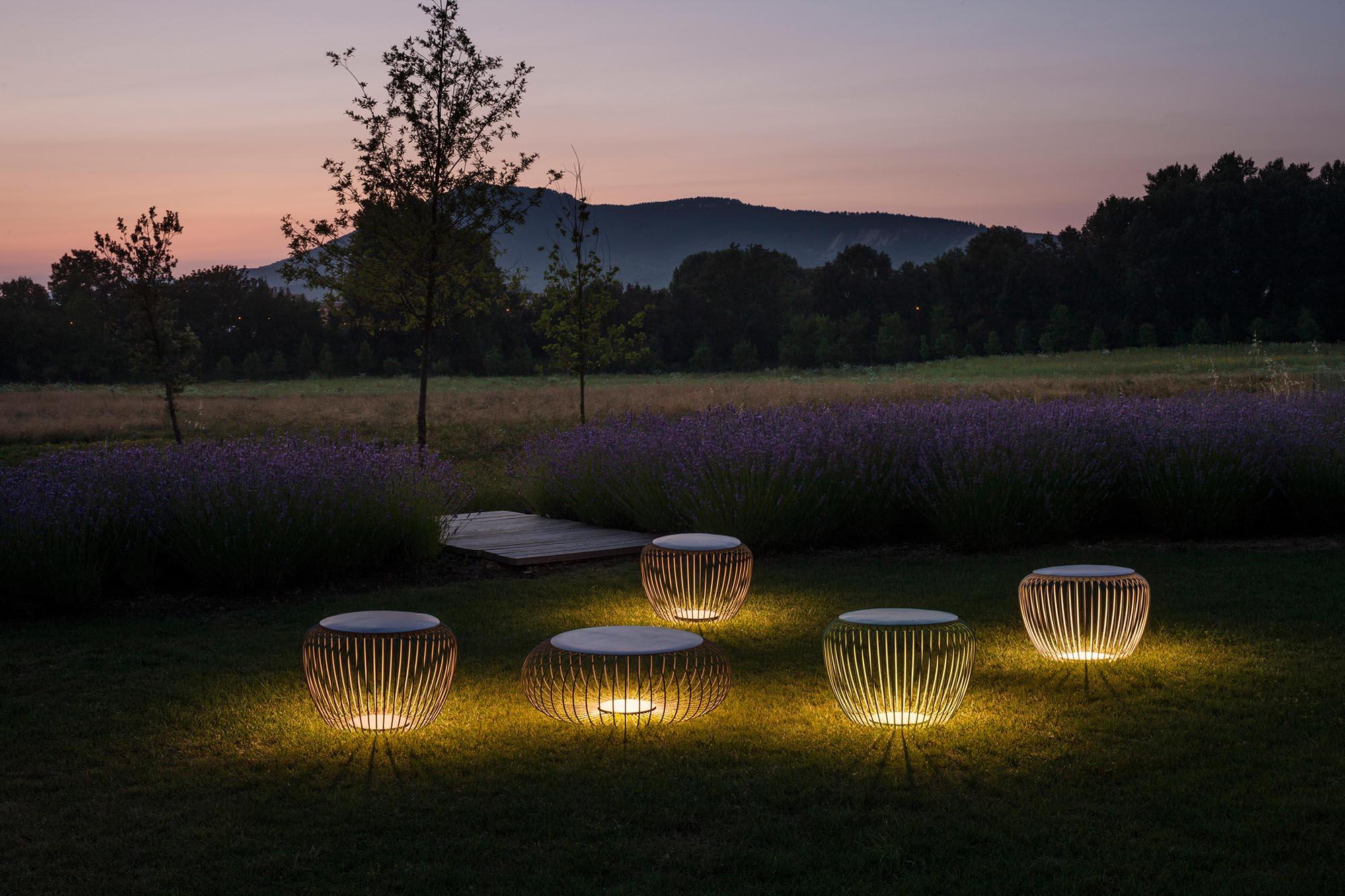 Необычные светильники для участка