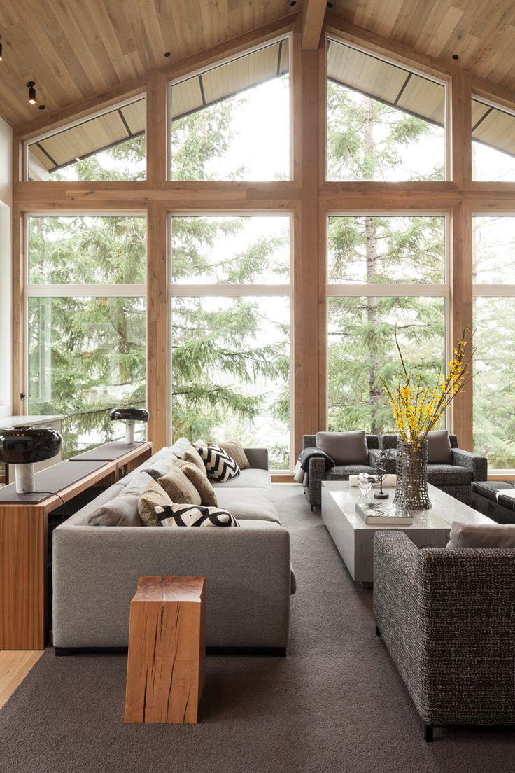 Интерьер загородного дома с панорамными окнами