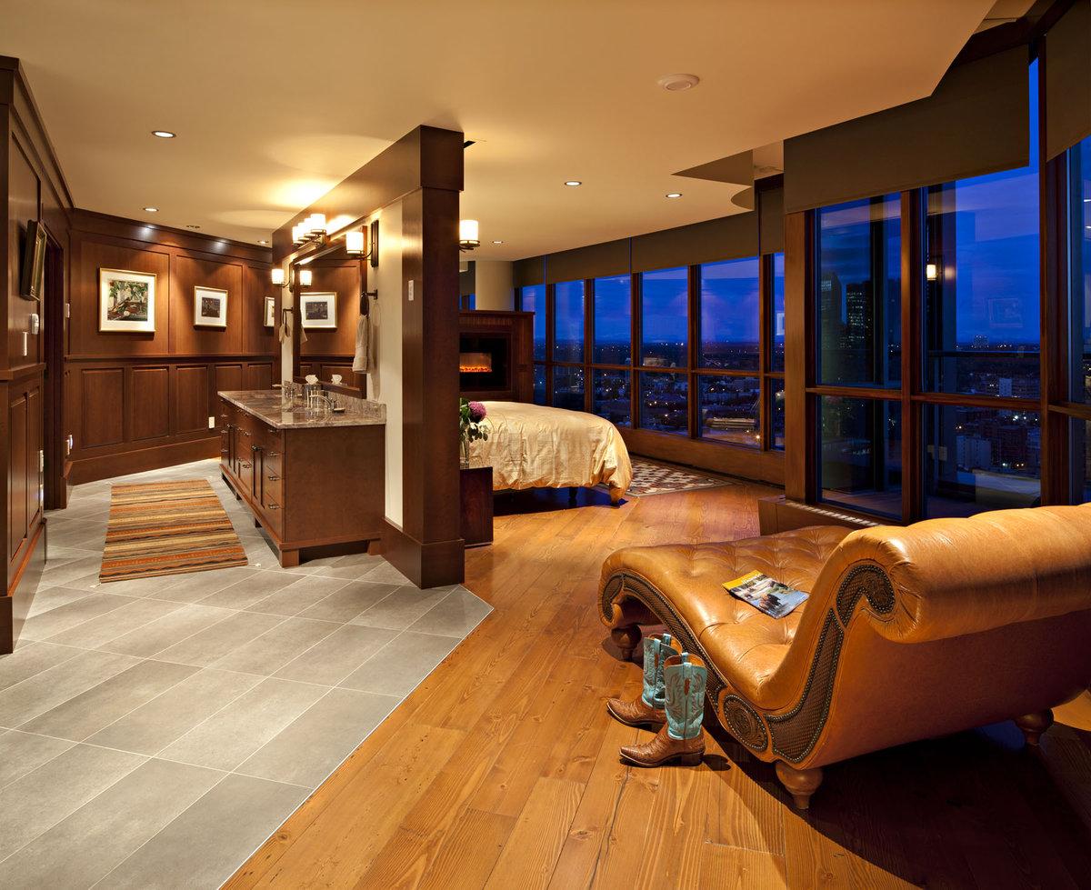 Сочетание коричневого цвета в интерьере с панорамными окнами