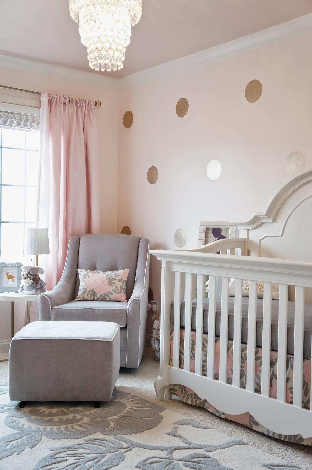 Дизайн штор для детской комнаты в пастельных тонах