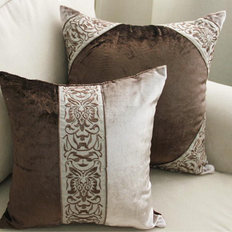 Подушки для классического интерьера