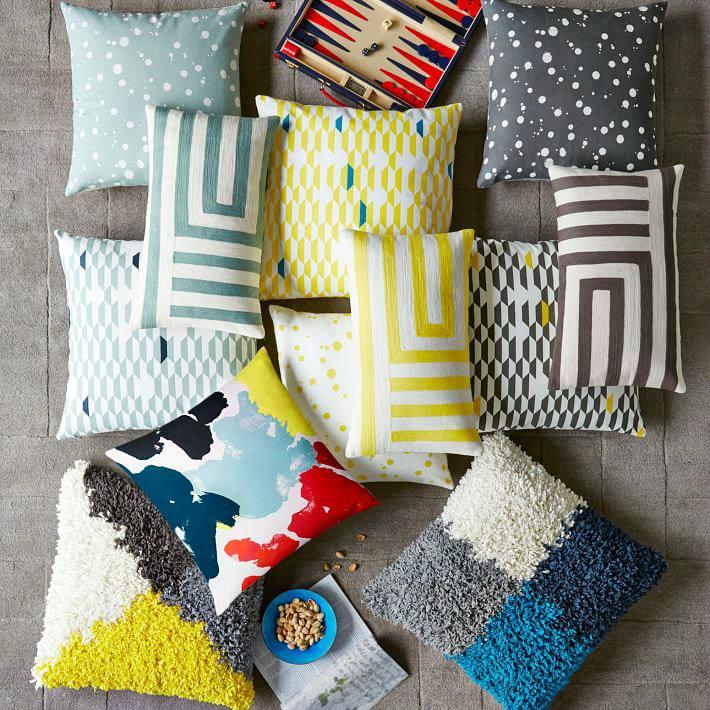 Разнообразие ярких подушек для декора дома