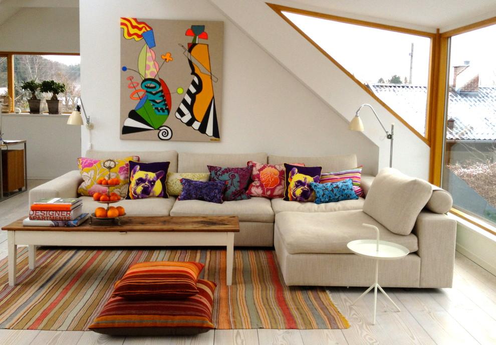 Яркие подушки способны разнообразить любой интерьер