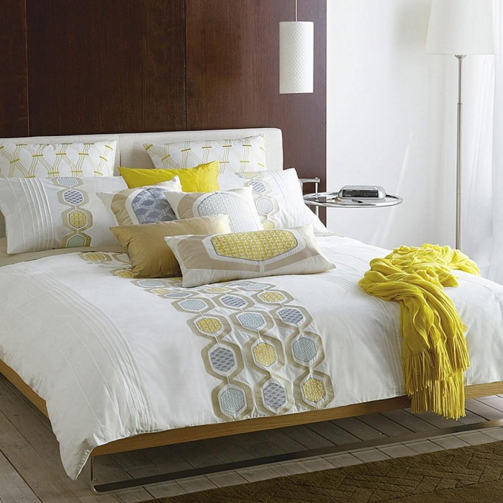 Подушки для декора кровати
