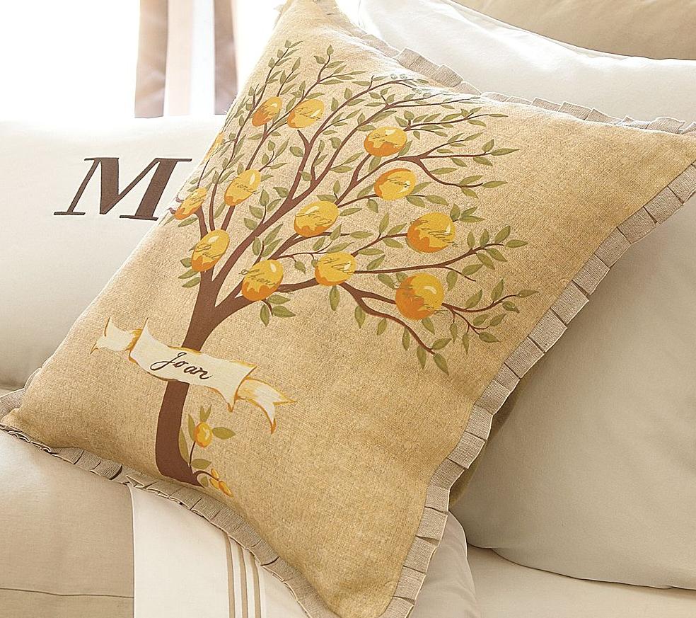 Подушка с рисунком дерева