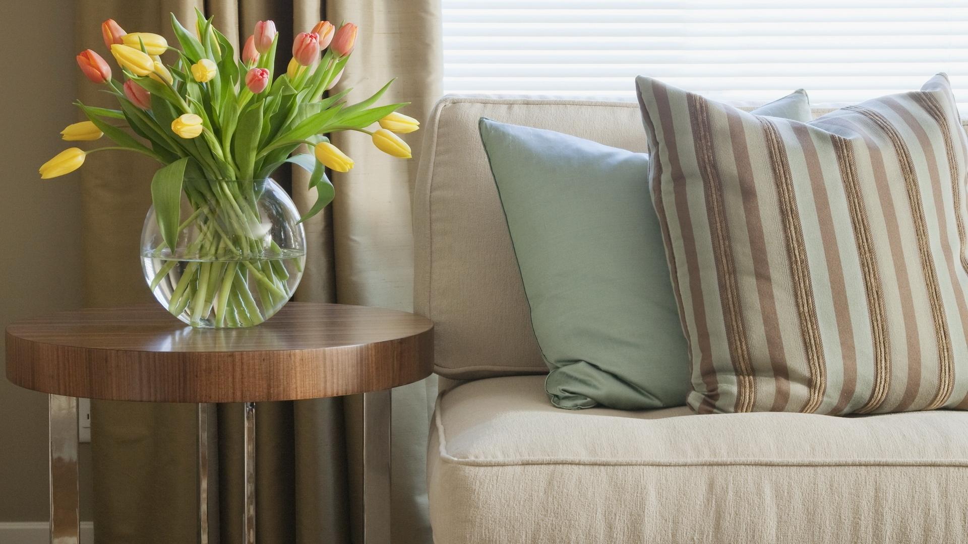Подушки в пастельных тонах для спокойного интерьера