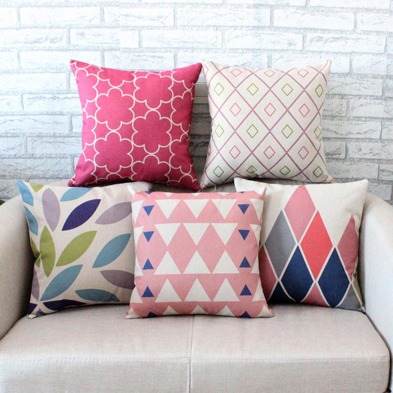 Милые подушки в светлом интерьере