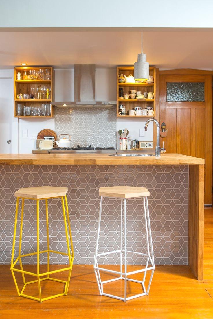 Дизайн кухни с барной стойкой из плитки