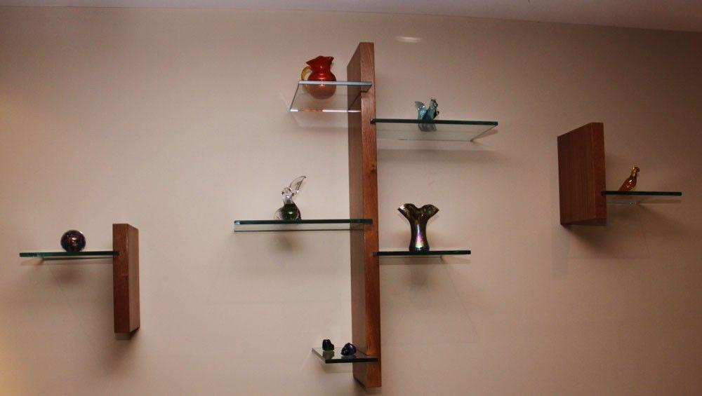 Небольшие полки под декоративные предметы в гостиную