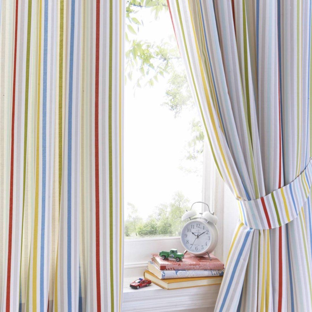 Дизайн штор для детской комнаты в полоску