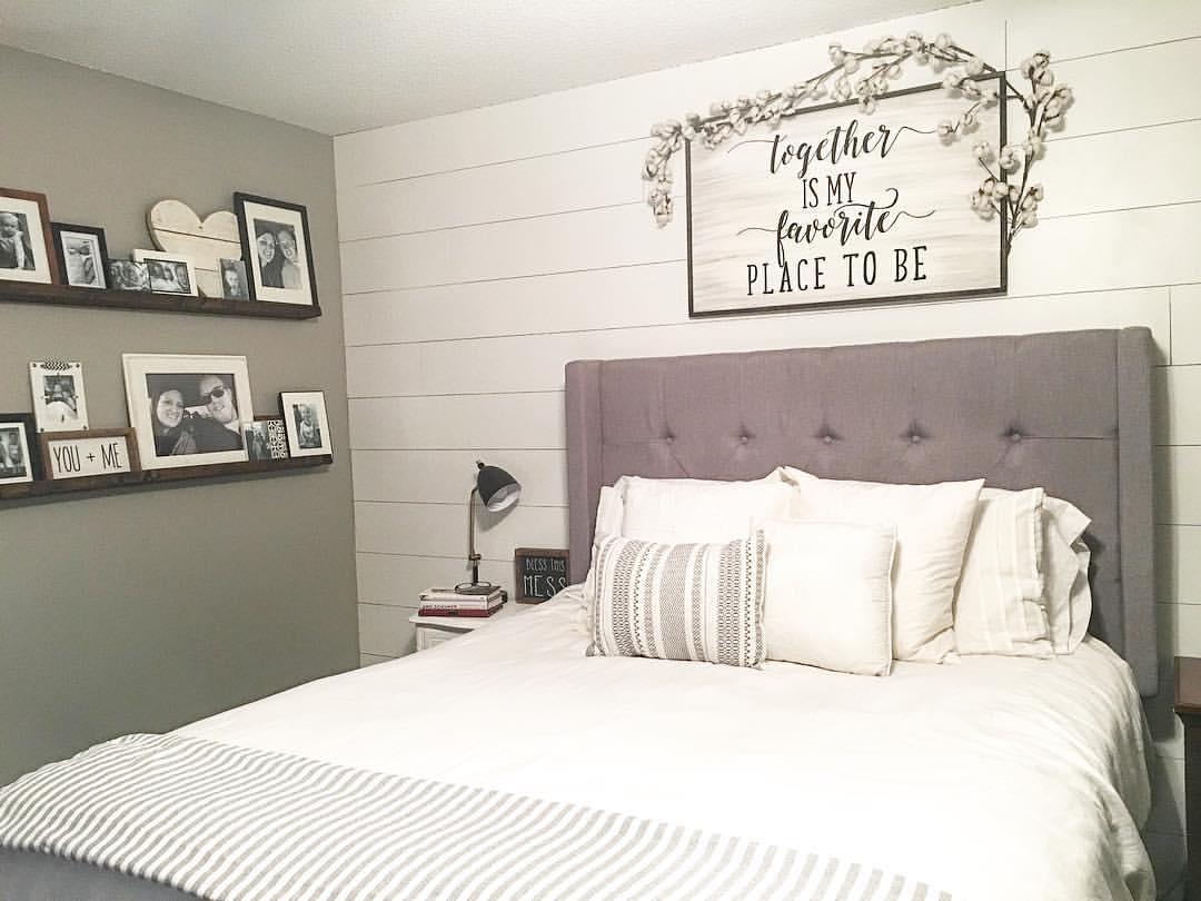 Картины в стиле прованс над кроватью