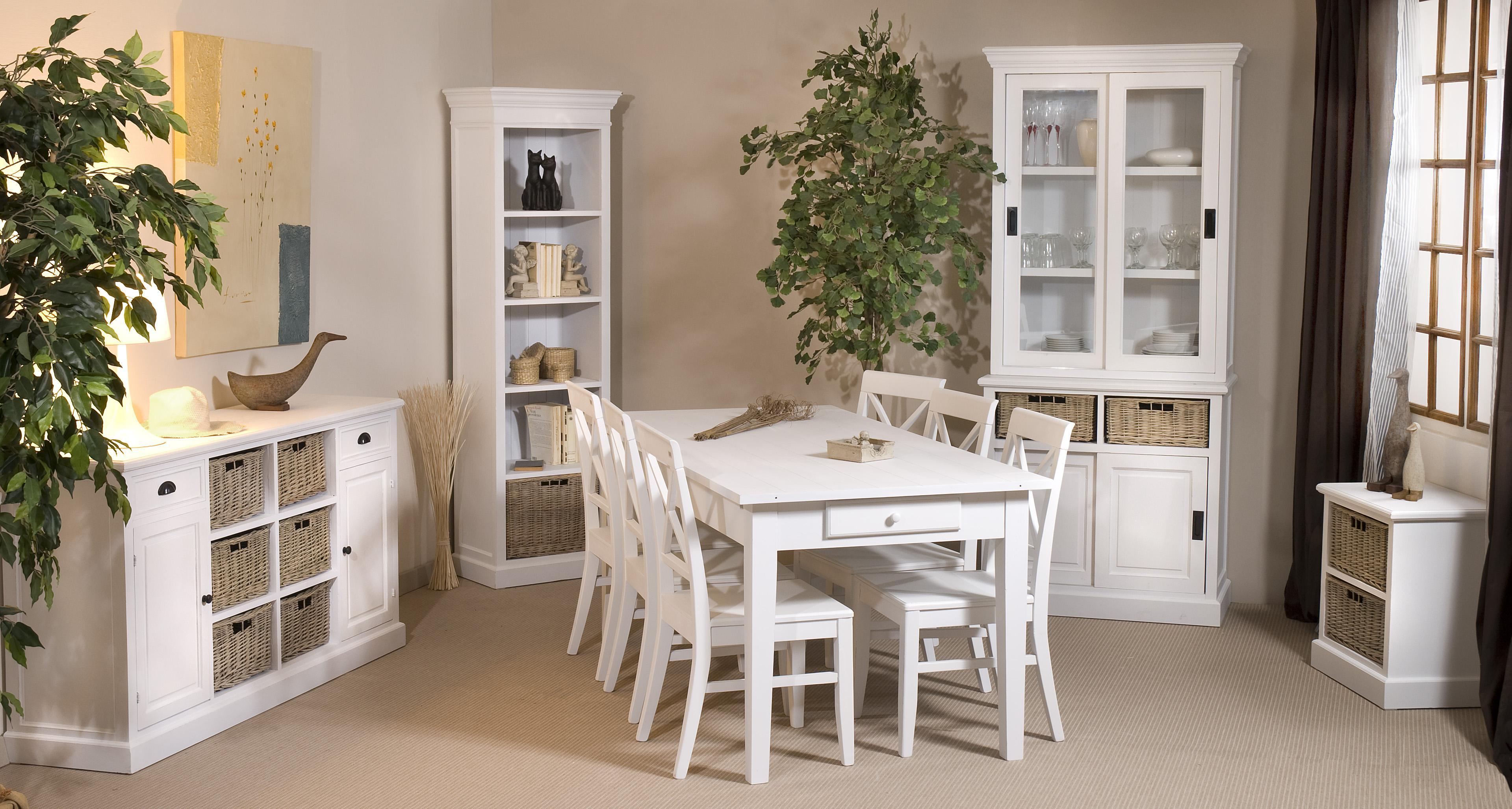 Белый обеденный стол в стиле прованс