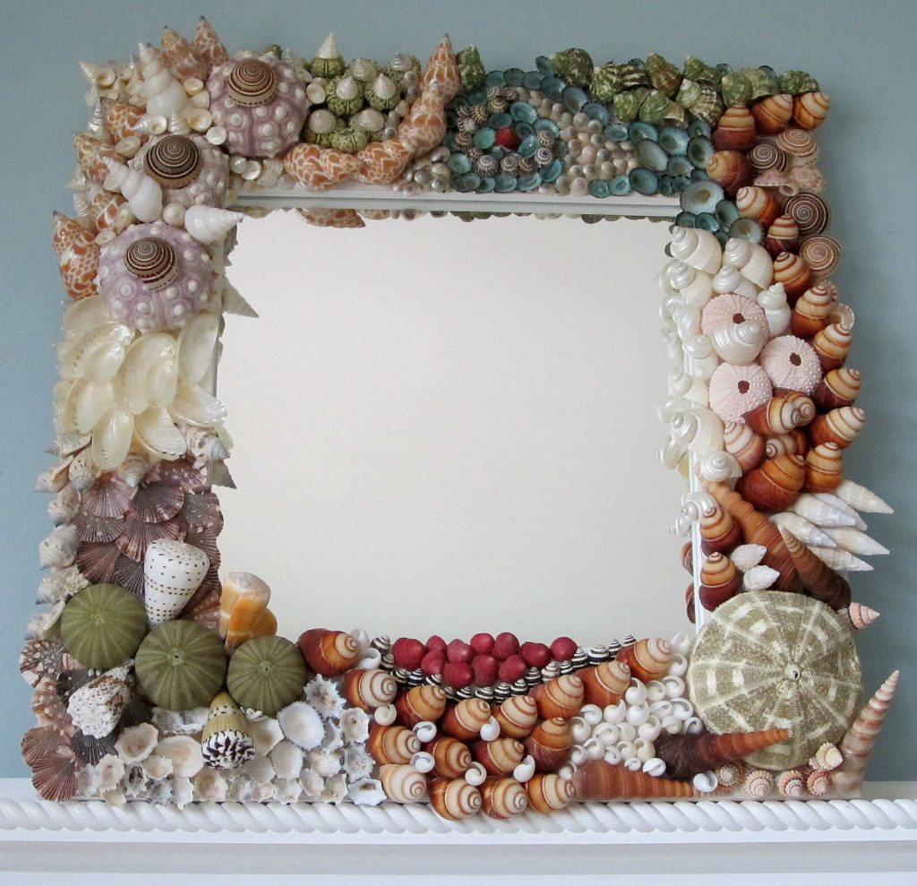 Квадратная рамка с декором из ракушек
