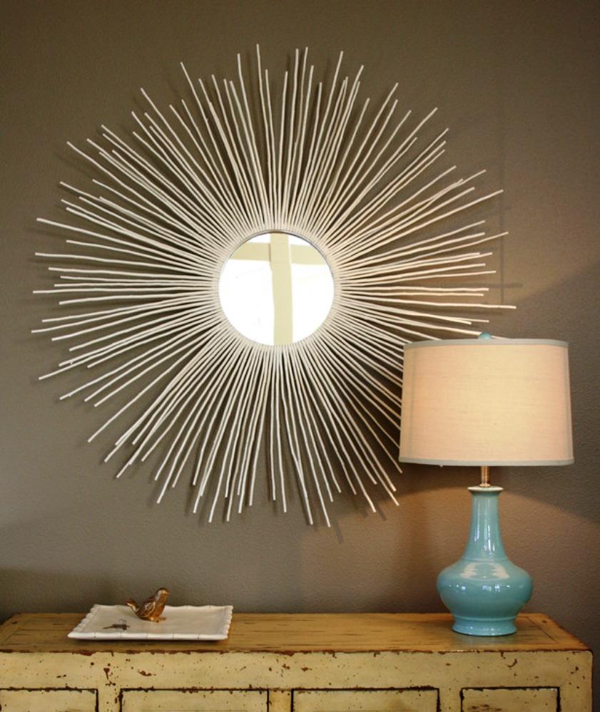 Украшение круглого зеркала палочками