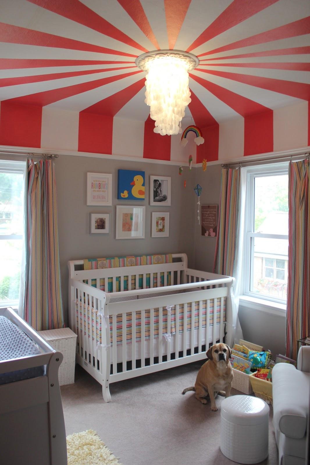 Дизайн штор для детской комнаты в разноцветную полоску