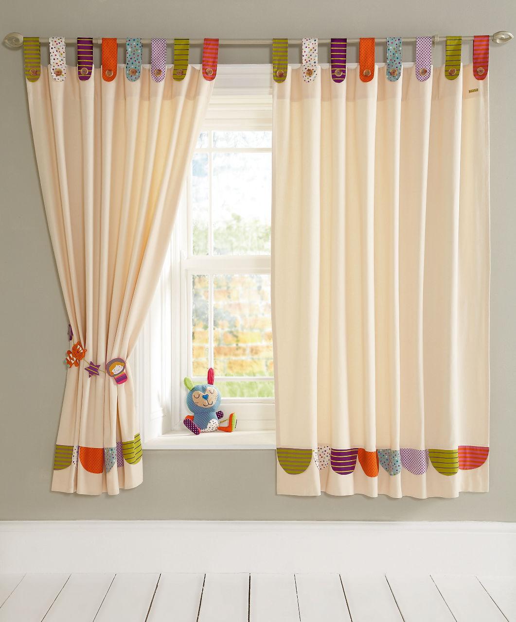 Дизайн штор для детской комнаты разноцветный
