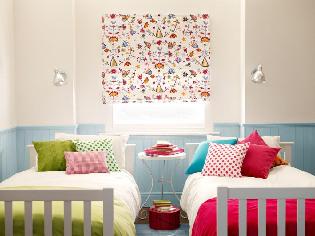 Дизайн штор римских для детской комнаты с рисунком